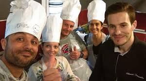 cuisine de groupe cours de cuisine en groupe à domicile picture of chef clement