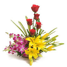 Lilies Flowers Send Lilies Flowers To India Lily Flowers Arrangement Ferns N