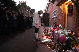 pix fans pay tribute outside george michael u0027s home rediff com