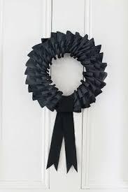 35 hauntingly creative diy halloween wreaths black wreath