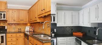 couleur d armoire de cuisine armoire de cuisine en ch ne d capage changer la couleur peindre