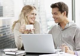 l amour au bureau 13 bonnes raisons de sortir avec un collègue de bureau