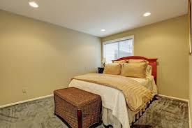 chambre osier petit intérieur de chambre à coucher avec le tabouret de lit et d
