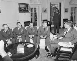 1962 cuban missile crisis president kennedy met in the oval