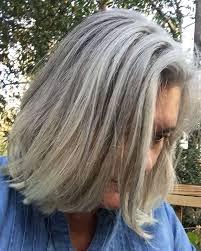 highlights and lowlights for graying hair mer enn 25 bra ideer om gray hair transition på pinterest