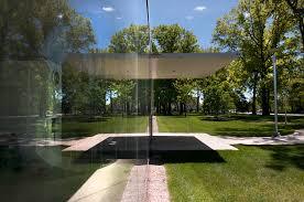 glass pavilion parkwood entrance at the toledo museum of art glass pavilion