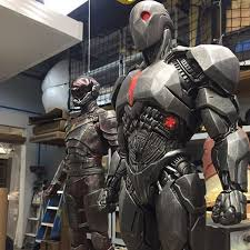 a closer look at cyborg and the flash u0027s batman v superman dawn of