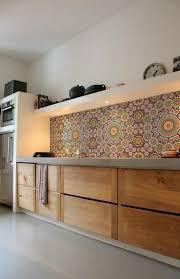 lino mural cuisine recouvrir carrelage mural cuisine dans la cuisine avec sol en lino