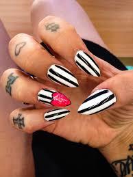 nail swag gel nails stripes black and white nails