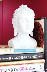 3 tips for styling a bookshelf classy clutter