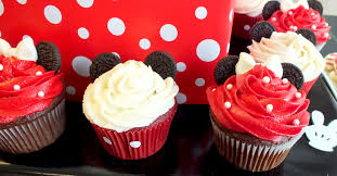 minnie mouse cupcakes mickey minnie mouse cupcakes two