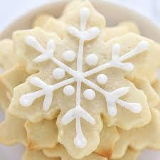 how to make easy snowflake sugar cookies handle the heat