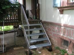 balkon mit treppe außentreppe und geländer treppe zum balkon aus edelstahl