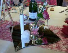centre de table mariage fait maison décoration de salle de mariage couleurs blanc bordeaux et or