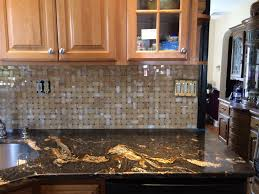 Honey Basket Weave Onyx Tile Backsplash With Black Magma Granite - Onyx backsplash