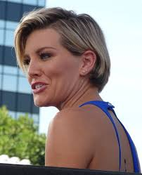 new haircut charissa thompson thompson on the set of extra in universal city october 2015