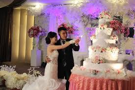 wedding cake kelapa gading cutting cake moment by rr cakes bridestory