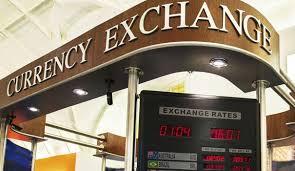 bureau de change londres pas cher gérer argent en vacances retrait à l étranger ou change l