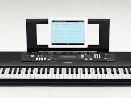 yamaha keyboard lighted keys amazon com yamaha ez220 keyboard with lighted keys includes x
