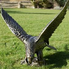 bird of prey left facing eagle ornament wildlife sculptures