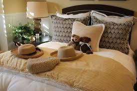 Accent Sofa Pillows 50 decorative king and queen bed pillow arrangements u0026 ideas