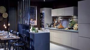 refaire cuisine prix refaire sa cuisine à petit prix repeindre une cuisine en bois massif
