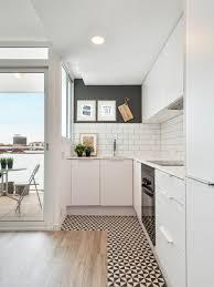 carrelage cuisine mosaique cuisine noir et blanc design avec mur en carrelage m tro newsindo co