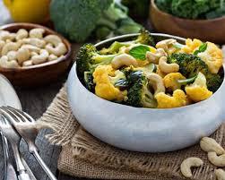 cuisiner brocolis a la poele recette curry de chou fleur et de brocoli aux noix de cajou