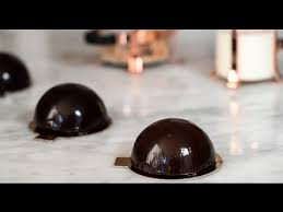 chocolate mirror glaze u2013 glaçage brillant au chocolat youtube
