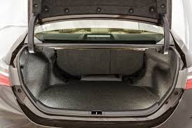 Conhecido Comparativo: Toyota Prius enfrenta o tradicional Corolla   Quatro  #WV15