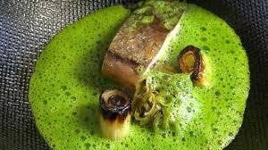 cuisiner du merlu recette de saison merlu fumé velouté de cresson et poireau nouveau