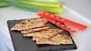 cuisiner les verts de poireaux galettes chinoises au vert de poireau recette par cuisine