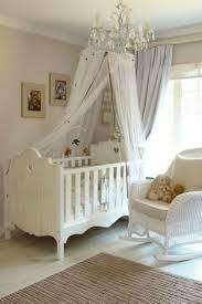 chambre bebe en bois le ciel de lit bébé protège le bébé en décorant sa chambre archzine fr