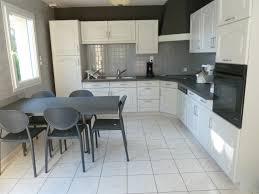 repeindre sa cuisine en blanc rénover une cuisine comment repeindre une cuisine en chêne mes