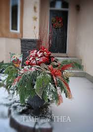 How To Make Floral Arrangements 5 Step Instructions How To Design A Christmas Outdoor Floral