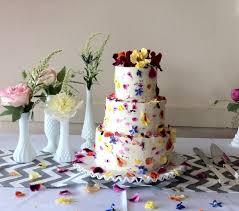 wedding cake edible decorations edible flowers for wedding cakes how to decorate a wedding or