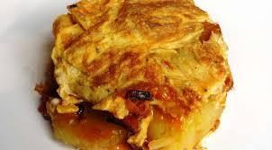 plat a cuisiner simple omelette aux pommes de terre oignon et chorizo la tendresse en