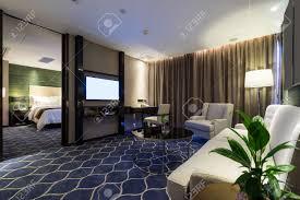 chambre d hotel luxe chambre d hôtel de luxe à la décoration banque d images et photos