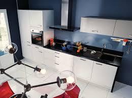 cuisine blanche avec plan de travail noir cuisine blanche avec plan de travail noir en photo