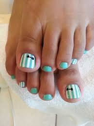 gel pedicure with bow design http instagram com