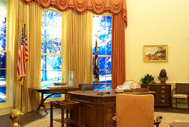 gold curtains in the oval office oval office desk ideas thedigitalhandshake furniture