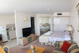 Small Empty Bedroom Exellent Studio Apartment Vs 1 Bedroom Empty Renting One T In