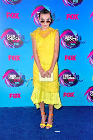 yellow dress millie bobby brown yellow dress at choice awards 2017