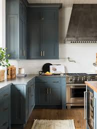 does paint last on kitchen cabinets thinking of diy painting your kitchen cabinets read this