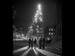 The Invention Of The Light Bulb Untangling The History Of Christmas Lights History Smithsonian