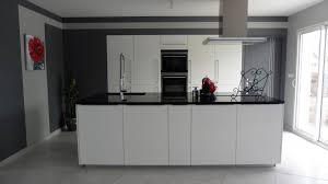 cuisine sol blanc comptoir de cuisine en bois blanc dalle sol granit gris lisse