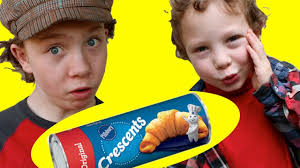 how to open a tube of pillsbury crescent rolls or biscuits from
