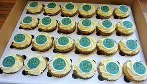 personalised cupcakes caketopperdesigns edible cake toppers