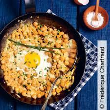 cuisiner pois chiches recette poêlée de pois chiches à l oeuf et crème de curry 15 min