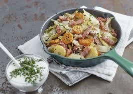 cuisiner des carottes à la poele recette de poêlée aux pommes de terre lardons carottes endives